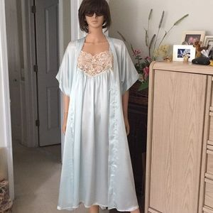 NWOT...2 piece robe and nightgown